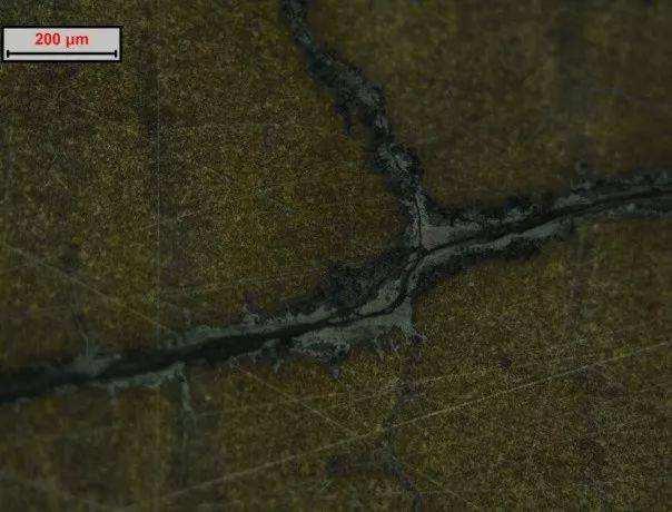 模具开裂:材料质量问题导致开裂