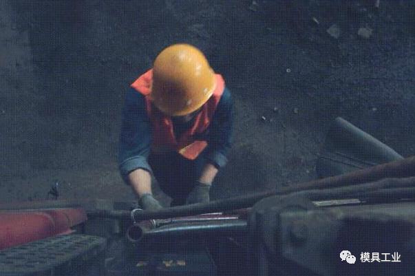 钢铁行业试水废钢AI定级 破解废钢利用难题